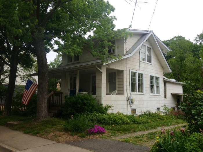 An older Clarendon home. Most Clarendon single family homes have been renovated and remodeled, but you still find a few here and there that look like they belong in small town America.