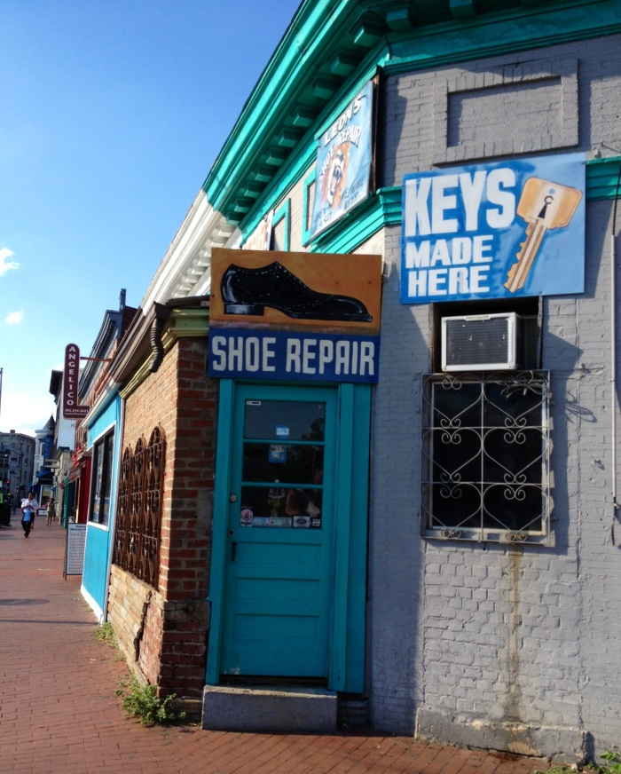 Key maker and shoe repair...slightly reminiscent of a lower middle class Bogota neighborhood.