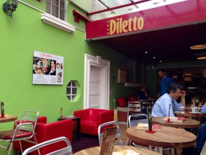 Back when I lived in Chapinero Alto, Diletto was my favorite cafe. I'd have a cappuccino or passion fruit smoothie and blog about the city for hours. Even though my sister and I were burned and blistered, I really, really wanted to have a coffee here. Because of my lackluster sense of direction it took me a while to find Diletto, but here it is!