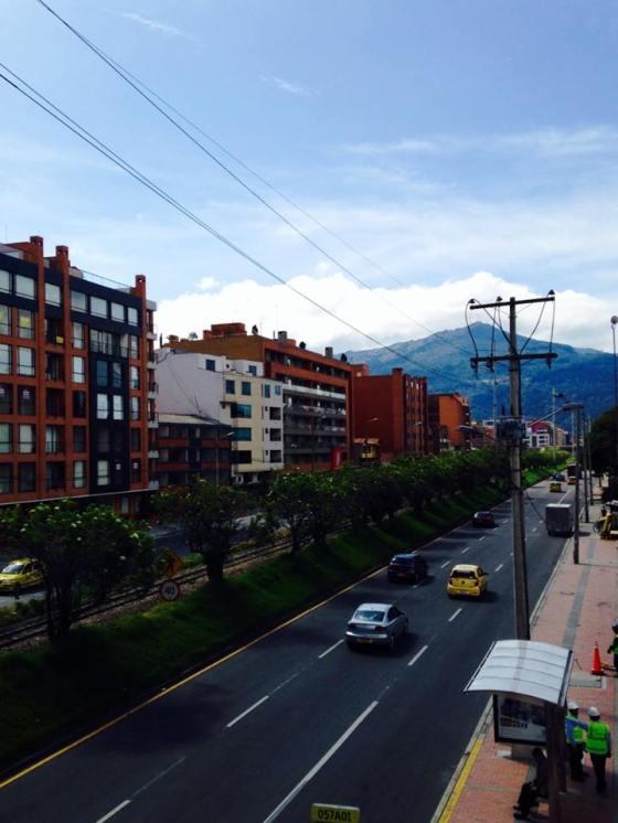 La Carrera Novena from a bridge on Calle 127.