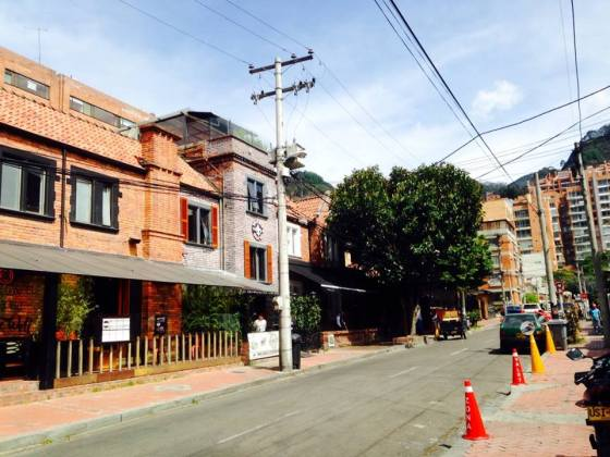 Los Rosales is home to the Zona G (Gourmet Zone) where you'll find some of Bogota's best restaurants, mostly housed in the old Tudor/Victorian style (not sure if this is the actual architectural style, but I'll go with it)homes pictured above. Los Rosales is one of Bogota's traditionally exclusive, upscale neighborhoods and although arguably nicer apartment complexes have been built further to the north, it's my favorite in the upscale neighborhood categeroy. It's hard to tell from this picture, but those brick apartment buildings that back into the Andes (some are actually built into the mountainside) are still among Bogota's priciest real estate.