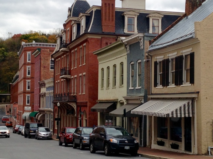 We met up with my parents, grandma and aunt in Staunton, a cool little mountain town with lots of antique shops, art galleries, theaters and kitsch shops. We had lunch a Byer's Street Bistro (pretty good, typical pub fare) and did a bit of walking and shopping.